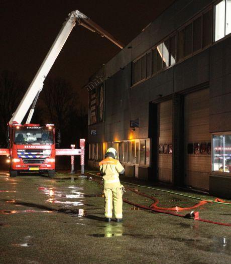 Brand op dak van pand aan Wattstraat