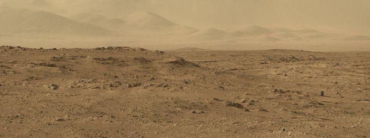 Panoramafoto van Mars. Beeld  Curiosity/beeldbewerking: Emily Lakdawalla