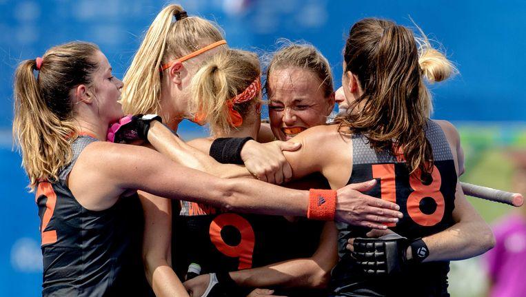 Vreugde bij Nederland na de 4-0 van Maartje Paumen. Beeld anp