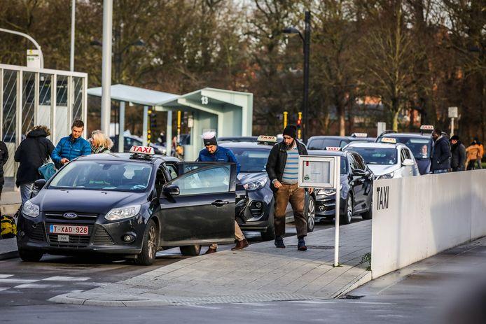 Sinds 1 januari is ook in Brugge Uber toegelaten. Maar wie op de app een chauffeur zoekt in Brugge, vangt bot.
