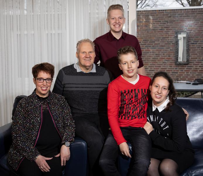 Het Oisterwijkse gezin Marcelissen. Moeder Nicole, vader Ruud, zonen Rick en Thijs en dochter Britt.
