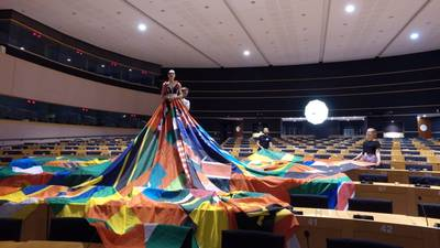 Amsterdamse 'Rainbow dress' verovert Europa