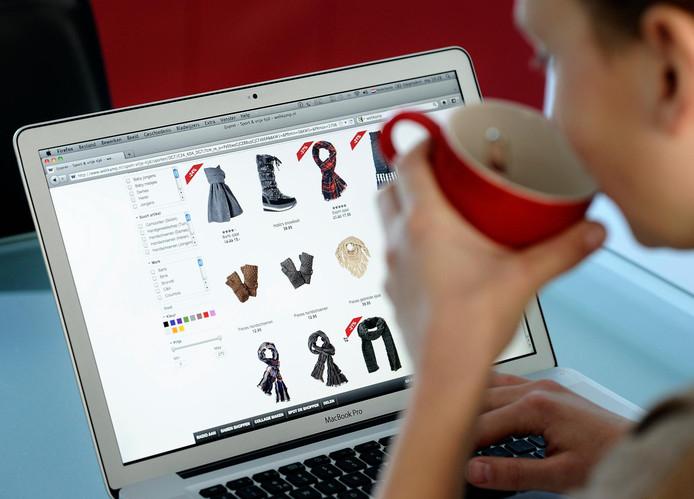 De helft van de online gekochte kleding wordt weer teruggestuurd bij online modewinkel Zalando.