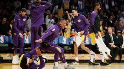 VIDEO. Kapseizende tegenstander leidt tot hilariteit bij de Lakers - Orlando Magic nadert play-offs