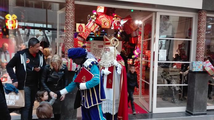 Sint en Piet bij het Packhuys.