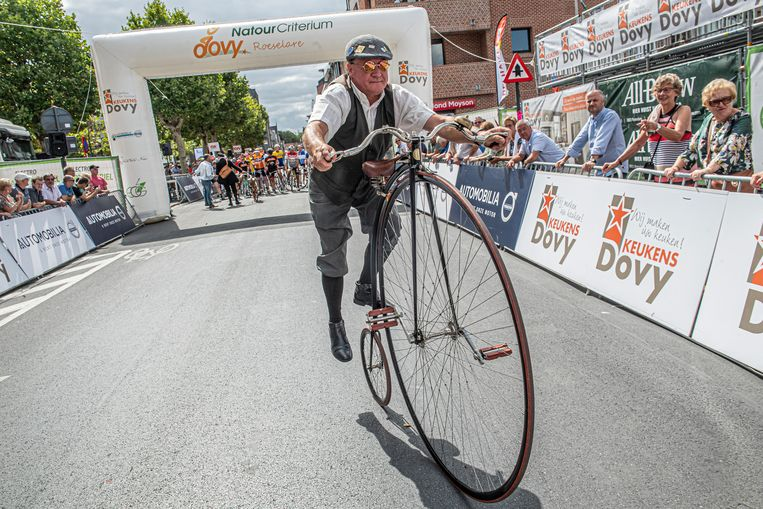Antieke fietsen zetten de toon.