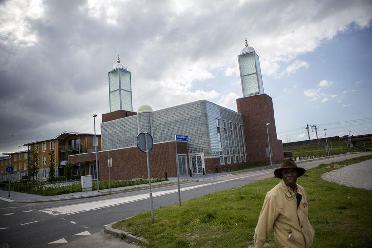 De Omar Ibn al-Khattab moskee in Almere. Beeld null