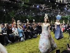 Bloemen, ruches én kunst op Parijse catwalk
