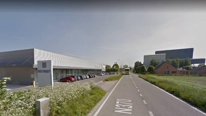 Aannemer (28) levensgevaarlijk gewond na val door dak in Wingene