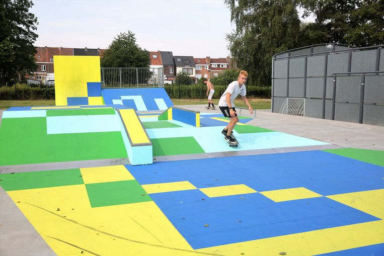 Het skatepark in Lot is in frisse kleuren omgetoverd tot een kunstwerk dankzij Koen 'Eres' Deweerdt.