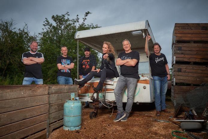 Sabine Uitslag is de nieuwe aanwinst van de coverband uit Haaksbergen.