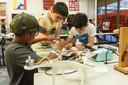 Kinderen vierden eerder dit jaar het 10-jarig bestaan van de weekendschool met onder meer een workshop drones.