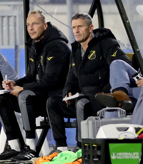 Waarnemend NAC-trainer Hans Visser: 'Heel lastig spelen zonder half elftal, erg wrang dit'