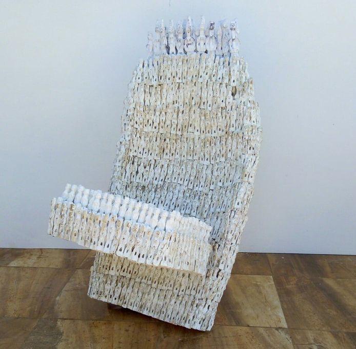 De stoel uit Benin door kunstenaar Dominique Zinkpe