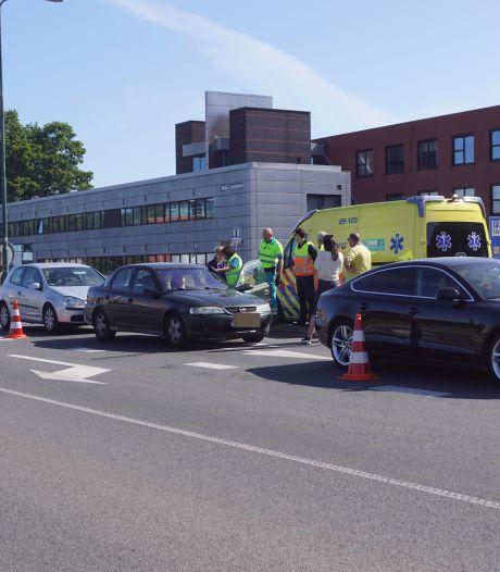 Auto's klappen op elkaar in Bunschoten: één gewonde