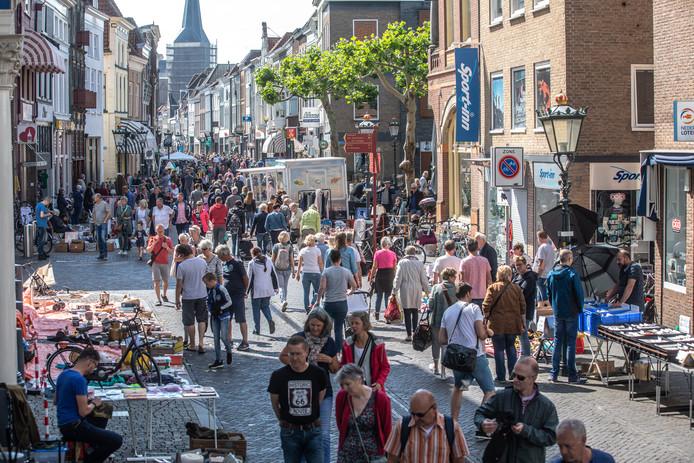 De vrijmarkt in de Oudestraat.