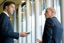 Mark Rutte en Diederik Samsom (rechts)