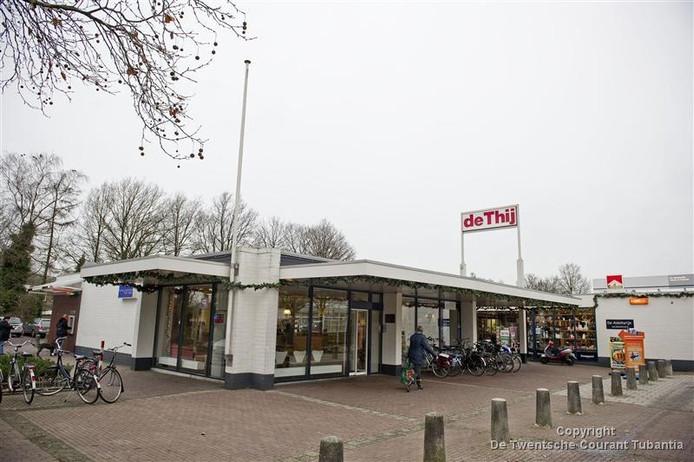Het winkelcentrum op De Thij is een van de plekken waar volgens de fractie van WG steeds vaker sprake is van overlast veroorzaakt door hangjongeren.