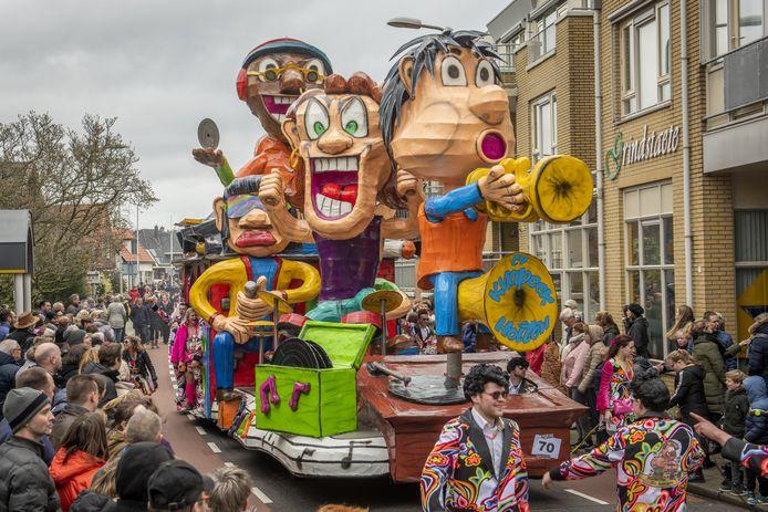 Zo bont als dit jaar zal de carnavalsoptocht in Holten in 2021 niet worden.