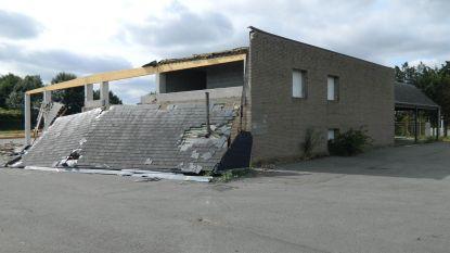 'Spookwarenhuis' werd 20 jaar geleden gebouwd, maar werd nooit gebruikt. Nu gaat het tegen de vlakte