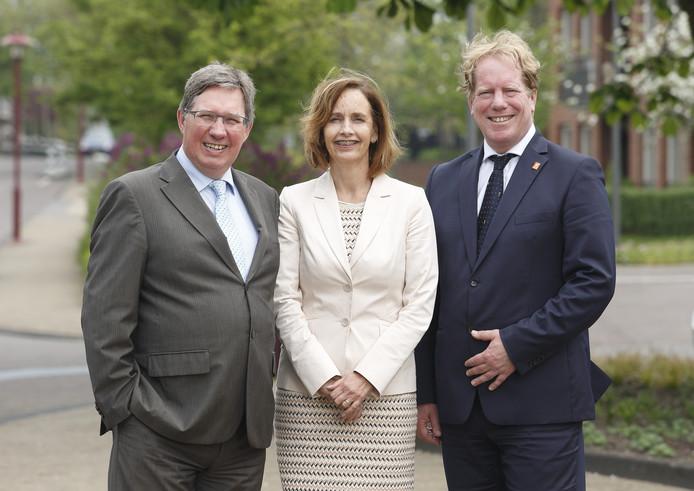 De burgemeesters Gregor Rensen van Brielle (l), Milène Junius van Hellevoetsluis en Peter de Jong van Westvoorne staan hier nog gebroederlijk naast elkaar. Maar hoe moet het nu verder?