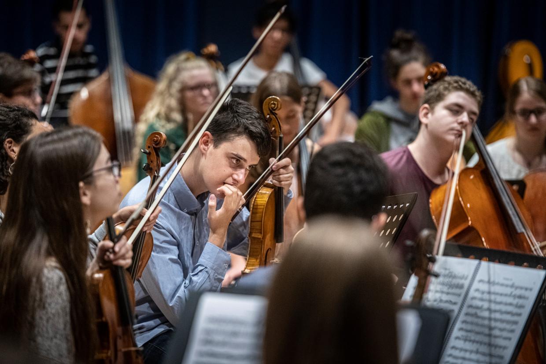 Young, het nieuwe jeugdorkest van het Concertgebouworkest repeteert in Ede.