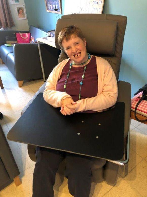 Sandra Ghijssels in haar nieuwe aangepaste zetel