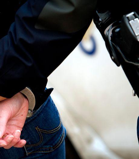 Agent trok wapen na bedreiging met mes door Hagenaar