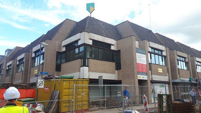 Het bankgebouw dat is aangekocht door HMO.