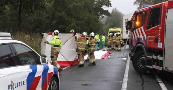 Persoon overleden bij ongeval met auto en vrachtwagen in Veghel.