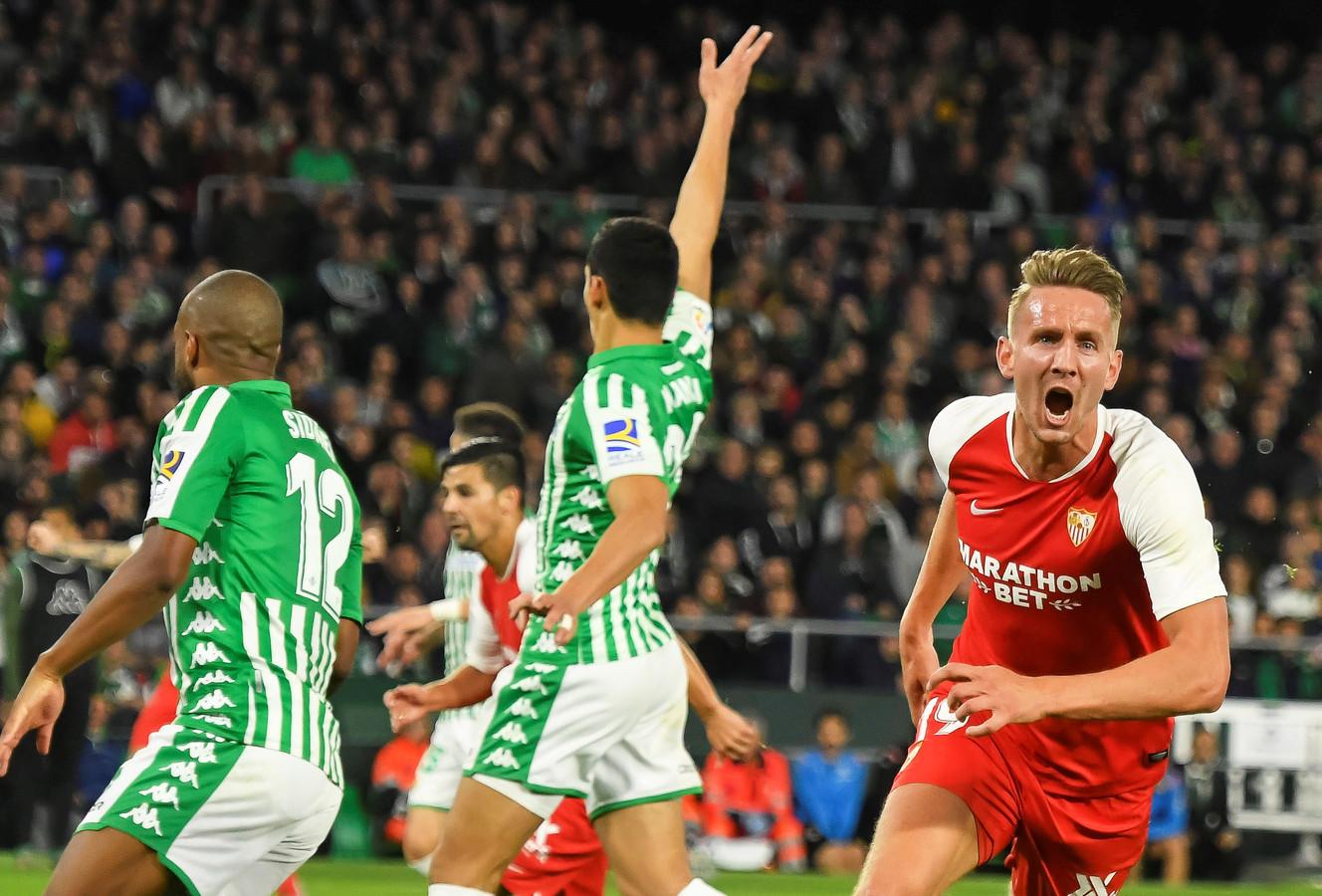Luuk de Jong viert zijn winnende goal tegen Betis.