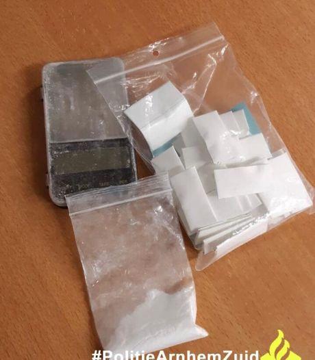 Arnhemmer (24) aangehouden met tientallen grammen cocaïne op zak