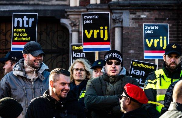 Waarom juist hooligans komen rellen over Zwarte Piet