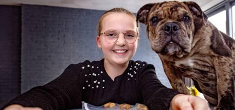 Jezz (10) start hondenkoekjes-imperium; en puppy Odin is haar proefkonijn