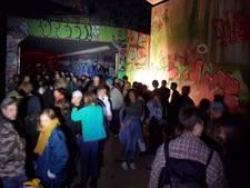 Politie maakt einde aan illegaal feest onder viaduct N2