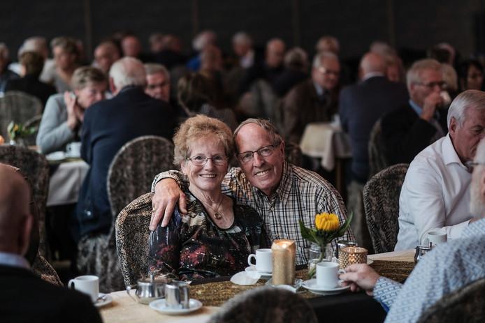Martin en Stans Welling genieten van elkaar, ook na 50 jaar huwelijk. Donderdag waren de twee, geboren in Didam en Zeddam, met vijftig andere jubilerende stellen te gast bij de burgemeester van Montferland.