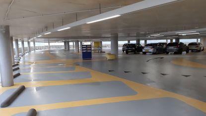 """Nieuwe parkeergarage Eindhoven Airport open: """"Ziet er stevig uit"""""""