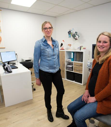 Verloskundepraktijk Anouk (28) en Renske (34) op prominentere plek in Vorden: 'Niet iedereen die binnenloopt, is zwanger'