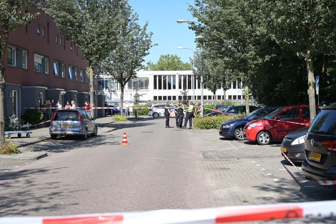 Een deel van de Matterhornstraat in Tilburg is afgezet.