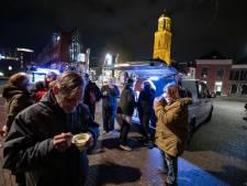 Zwolse soepbus rijdt opnieuw op eerste kerstdag: 'Niet eens om de soep maar om het praatje'