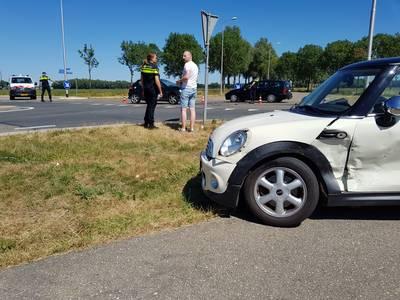 Automobilist naar ziekenhuis na botsing op Schoenaker in Beuningen