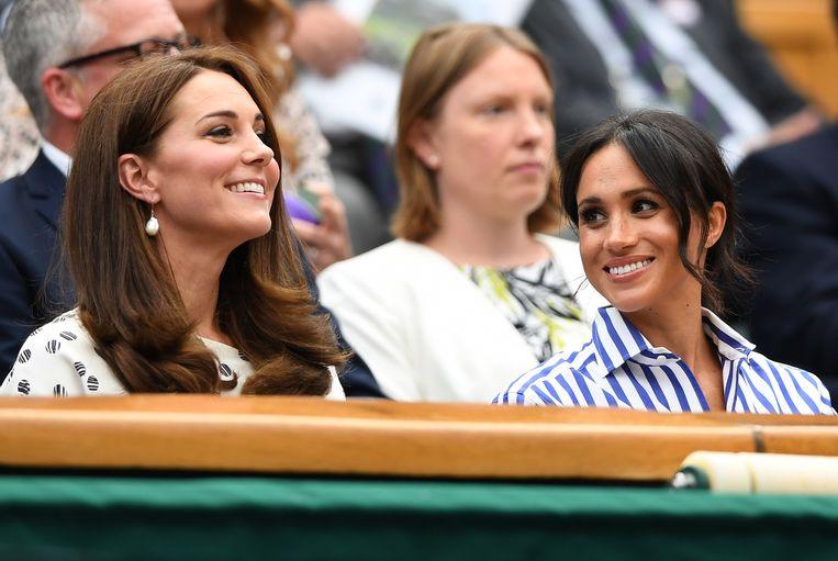 Kate Middleton en Meghan Markle, de vrouwen van de Britse prinsen William en Harry, zaten in de tribune.