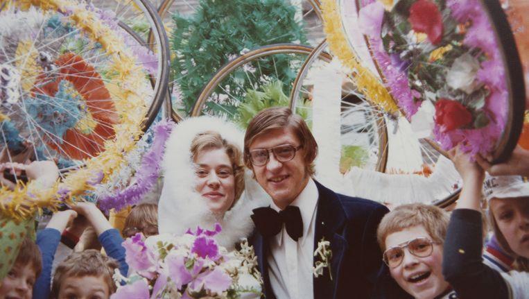 Gré Donker en Gerrie Knetemann trouwen in 1974, in Krommenie. Beeld foto uit privecollectie
