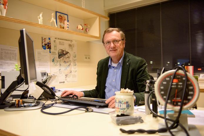 Huisarts Hans van den Boogaard, die na 36 jaar stopt. Hij was mede initiatiefnemer van het gezondheidscentrum.