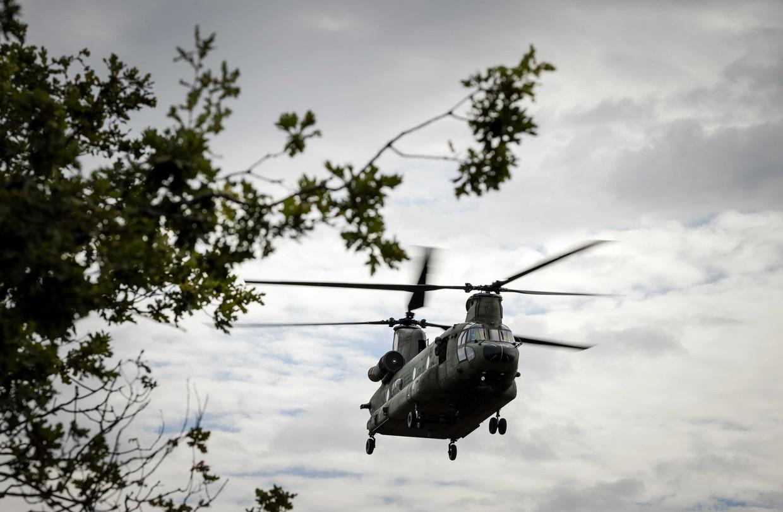 Een chinookhelikopter van Defensie.
