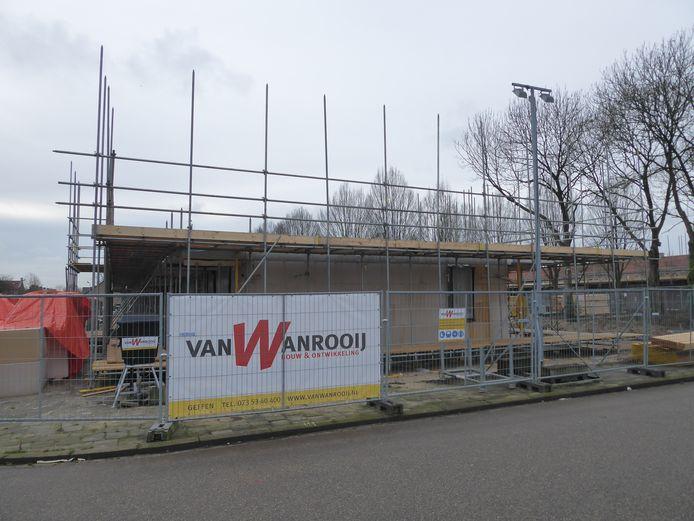 De begane grond is al volop in aanbouw van de twee nieuwe wooncomplexen Eendracht en Hoorn in de Schutskamp in Den Bosch.