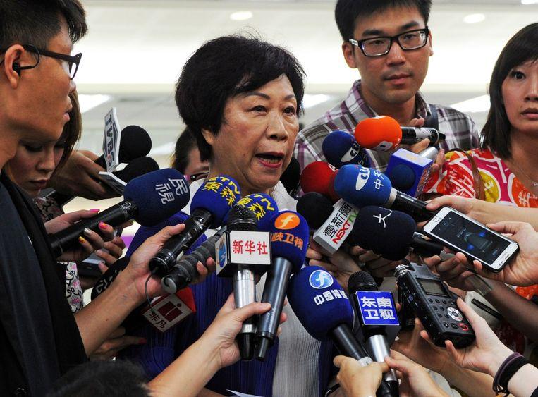 Sheng Ching, de directeur van de Taiwanese luchtvaartautoriteit, spreekt met de media over de vliegtuigcrash.