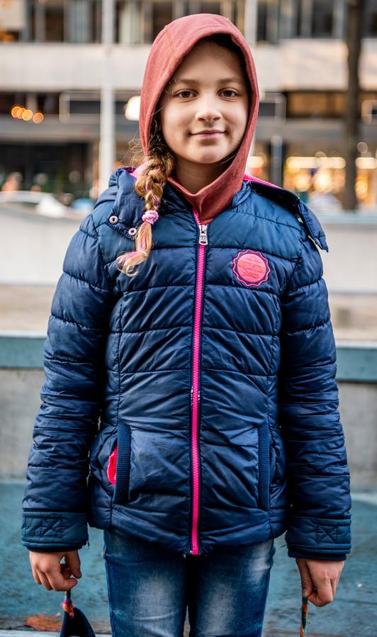,,Dit is mijn meest favoriete trui ever'', aldus Indy Wijnstekers (8). Ze draagt haar hoody in de klas en op de skatebaan. ,,Als ik mijn jas uitdoe, heb ik het dan toch nog warm genoeg.''