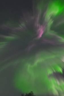 Zeldzaam goed zichtbaar noorderlicht boven Lapland