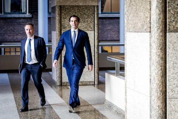 Wybren van Haga en Thierry Baudet (Forum voor Democratie) zijn onderweg naar de stemmingen na afloop van het wekelijks vragenuur in de Tweede Kamer.